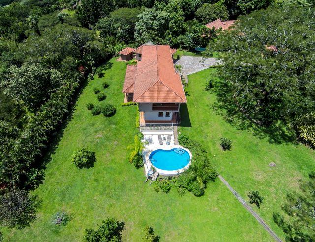Gallery vacation villa pictures video for Garden design 2 acres